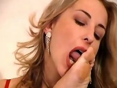 Blonde lesbian spoiling horny chick